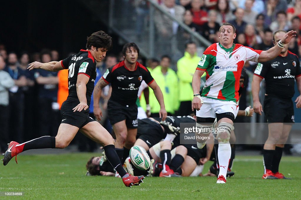<a gi-track='captionPersonalityLinkClicked' href=/galleries/search?phrase=David+Skrela&family=editorial&specificpeople=596534 ng-click='$event.stopPropagation()'>David Skrela</a> of Toulouse scores a drop goal during the Heineken Cup Final at Stade France on May 22, 2010 in Paris, France.