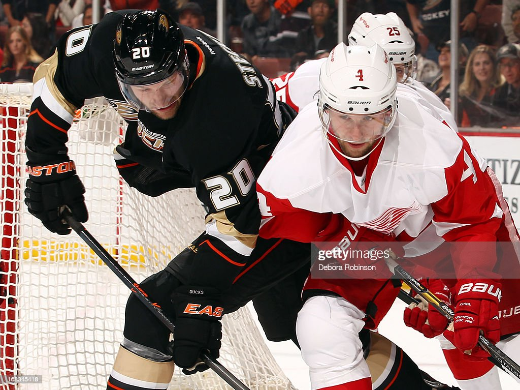 David Steckel #20 of the Anaheim Ducks battles for position against Jakub Kindl #4 of the Detroit Red Wings in Game Five of the Western Conference Quarterfinals during the 2013 NHL Stanley Cup Playoffs at Honda Center on May 8, 2013 in Anaheim, California.