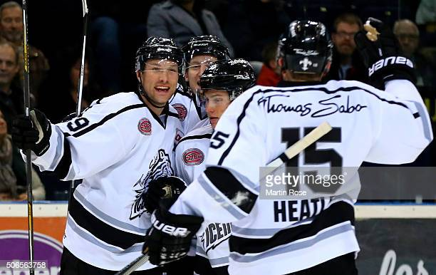 David Steckel of Thomas Sabo Ice Tigers celebrate with his team mates after scoring the equalizing goalduring the DEL game between Hamburg Freezers...