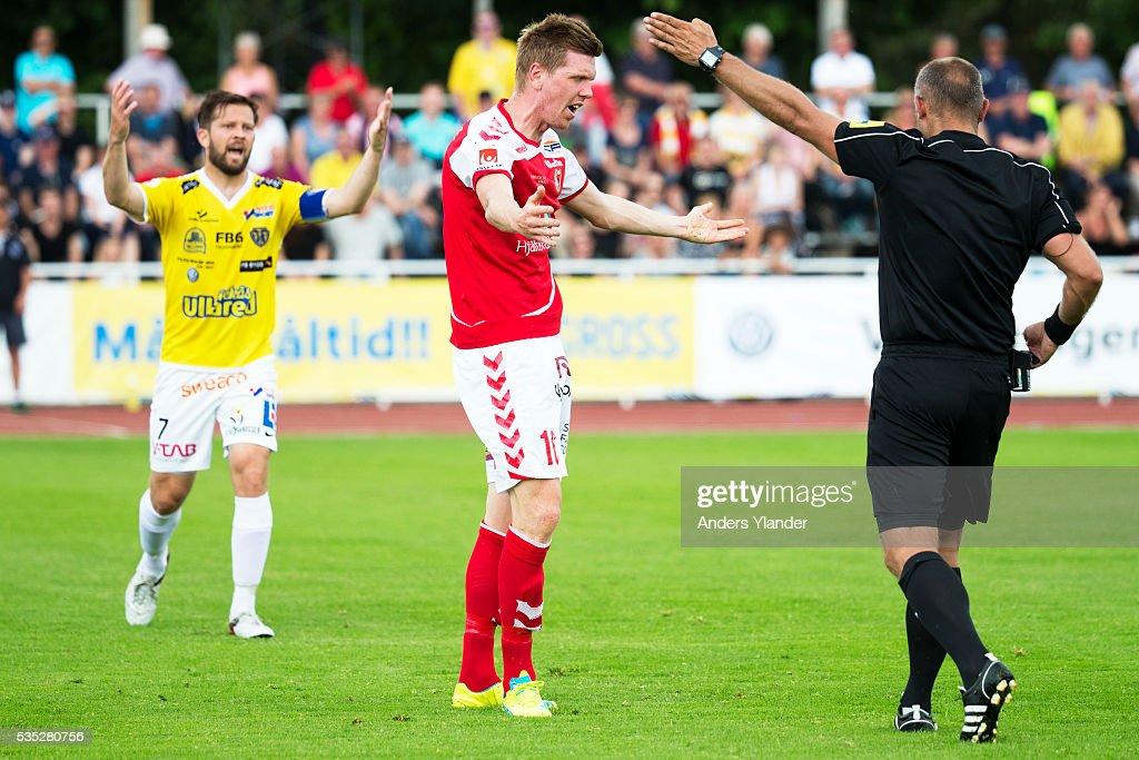 David Svensson of Falkenberg FF and David Elm of Kalmar FF reacts during the Allsvenskan match between Falkenbergs FF andKalmar FF at Falkenbergs IP on May 29, 2016 in Falkenberg, Sweden.