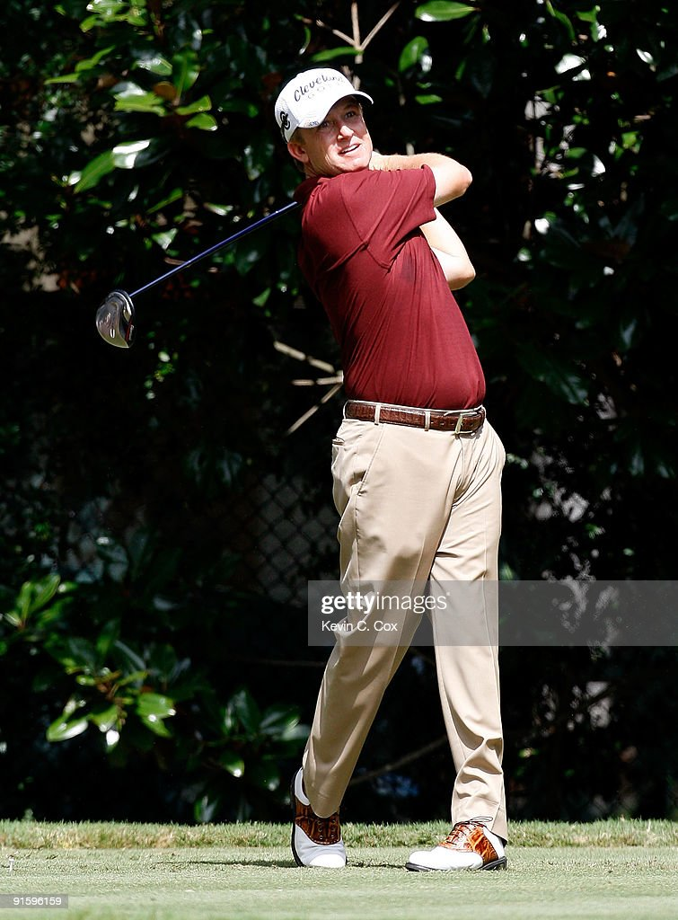 <a gi-track='captionPersonalityLinkClicked' href=/galleries/search?phrase=David+Toms+-+Golfer&family=editorial&specificpeople=183354 ng-click='$event.stopPropagation()'>David Toms</a> hits a shot during the first round of THE TOUR Championship presented by Coca-Cola, the final event of the PGA TOUR Playoffs for the FedExCup, at East Lake Golf Club on September 24, 2009 in Atlanta, Georgia.