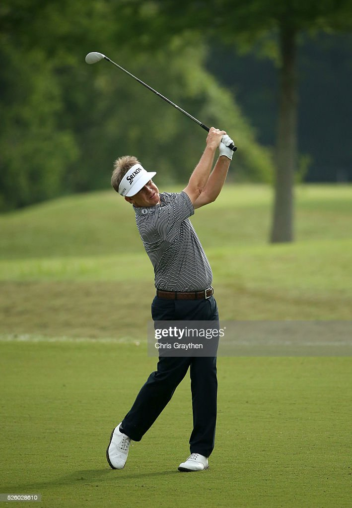 <a gi-track='captionPersonalityLinkClicked' href=/galleries/search?phrase=David+Toms&family=editorial&specificpeople=183354 ng-click='$event.stopPropagation()'>David Toms</a> takes his second shot on the 11th hole during a continuation of the first round of the Zurich Classic of New Orleans at TPC Louisiana on April 29, 2016 in Avondale, Louisiana.