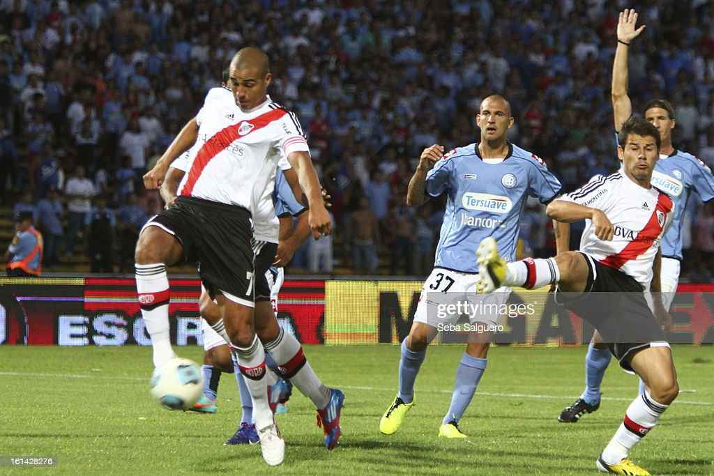<a gi-track='captionPersonalityLinkClicked' href=/galleries/search?phrase=David+Trezeguet&family=editorial&specificpeople=212945 ng-click='$event.stopPropagation()'>David Trezeguet</a> of River Plate fights for the ball with Lucas Aveldano of Belgrano during the match between Belgrano and River for the Torneo Final 2013 on February 10, 2013 in Cordoba, Argentina.