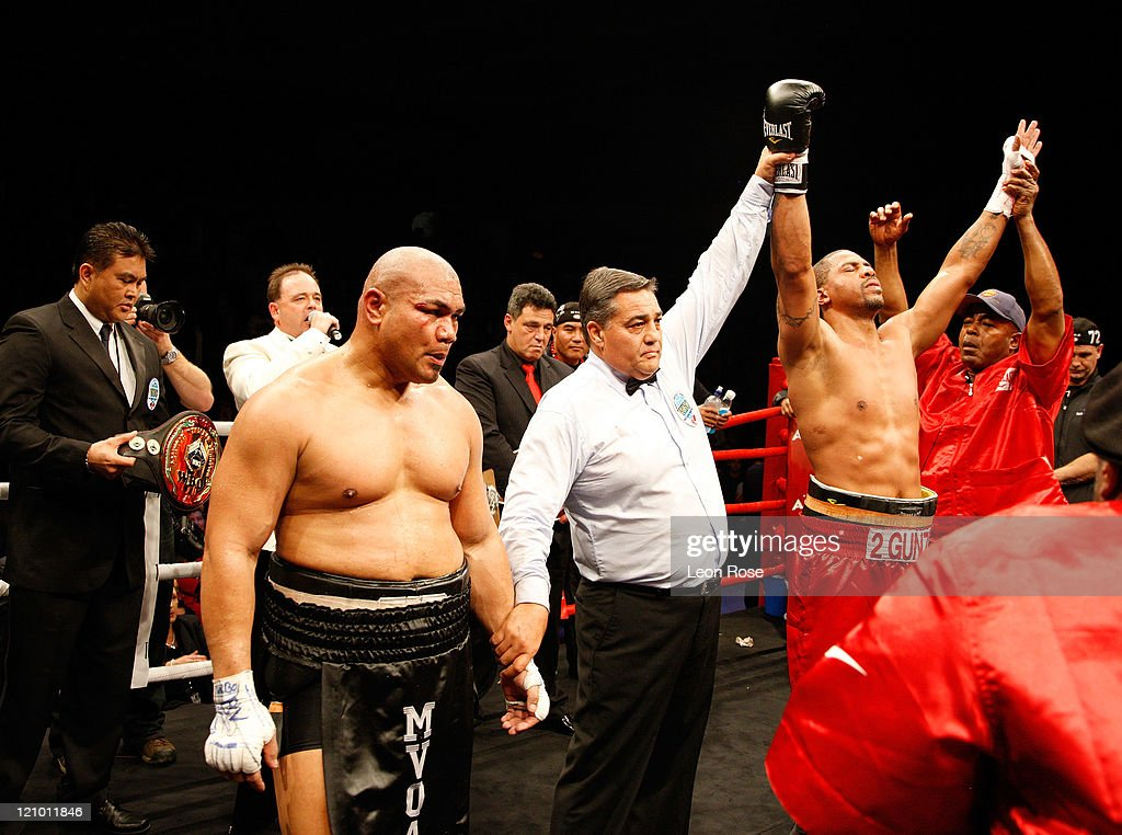 <a gi-track='captionPersonalityLinkClicked' href=/galleries/search?phrase=David+Tua&family=editorial&specificpeople=220232 ng-click='$event.stopPropagation()'>David Tua</a> of New Zealand loses his heavyweight bout against <a gi-track='captionPersonalityLinkClicked' href=/galleries/search?phrase=Monte+Barrett&family=editorial&specificpeople=211042 ng-click='$event.stopPropagation()'>Monte Barrett</a> of the United States at Telstraclear Pacific Events Centre on August 13, 2011 in Manukau City, New Zealand.