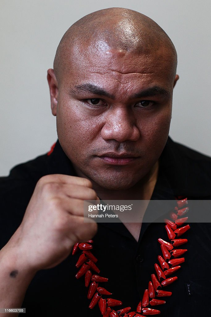 <a gi-track='captionPersonalityLinkClicked' href=/galleries/search?phrase=David+Tua&family=editorial&specificpeople=220232 ng-click='$event.stopPropagation()'>David Tua</a> poses for a photo after a press conference to announce his upcoming fight against Monte Barrett at 'Generator' on June 17, 2011 in Auckland, New Zealand.