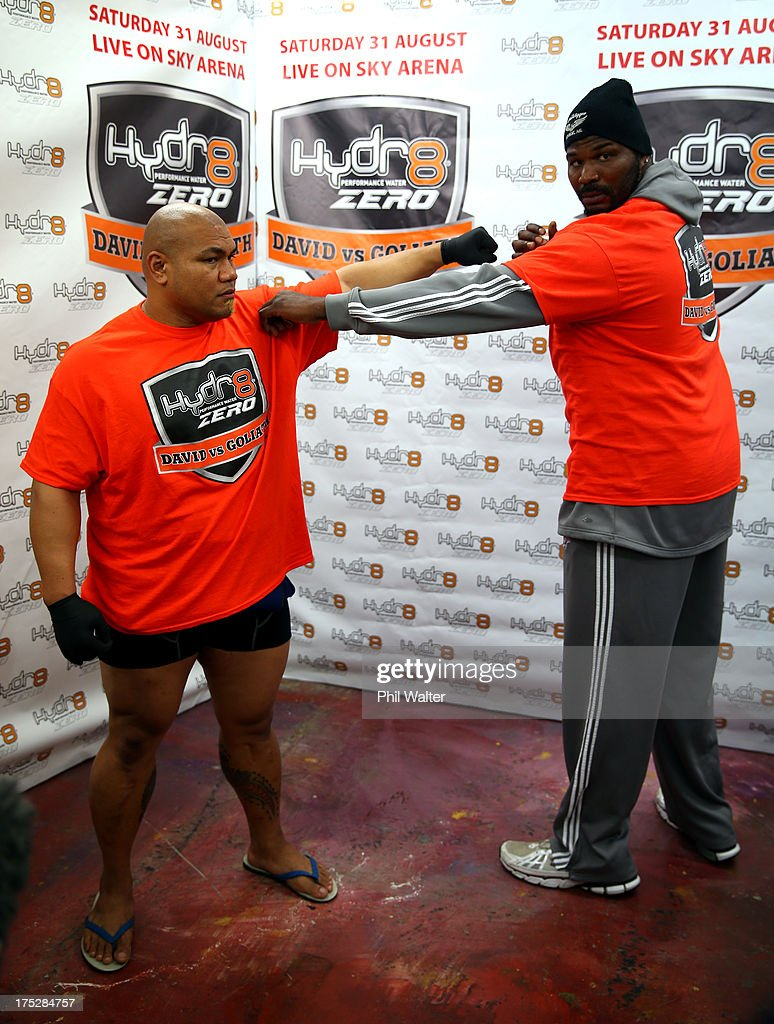 <a gi-track='captionPersonalityLinkClicked' href=/galleries/search?phrase=David+Tua&family=editorial&specificpeople=220232 ng-click='$event.stopPropagation()'>David Tua</a> (L) poses with his sparing partner Julius Long (R) during a press conference in his gym at Onehunga Mall on August 2, 2013 in Auckland, New Zealand.