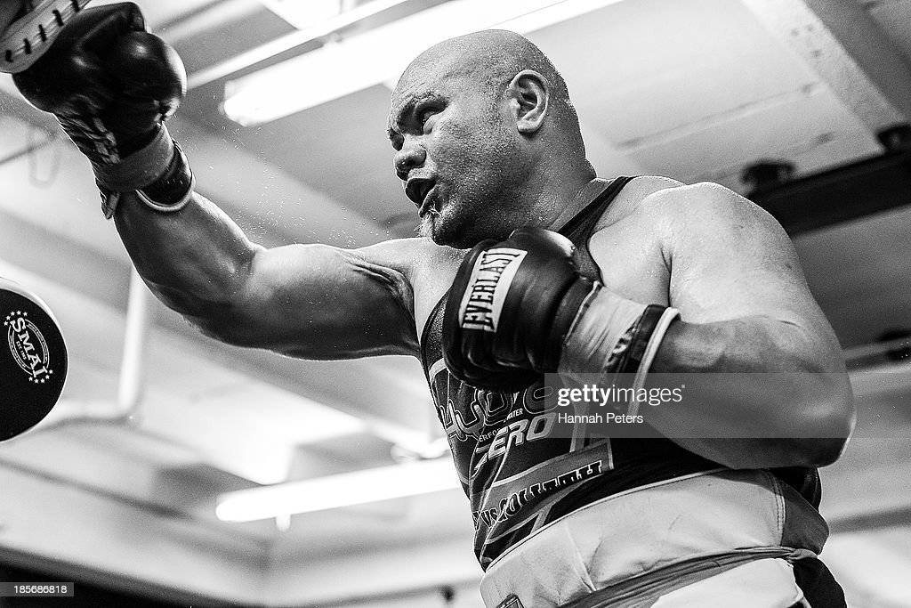 <a gi-track='captionPersonalityLinkClicked' href=/galleries/search?phrase=David+Tua&family=editorial&specificpeople=220232 ng-click='$event.stopPropagation()'>David Tua</a> runs through combinations during a sparring session at the <a gi-track='captionPersonalityLinkClicked' href=/galleries/search?phrase=David+Tua&family=editorial&specificpeople=220232 ng-click='$event.stopPropagation()'>David Tua</a> Gym on October 24, 2013 in Auckland, New Zealand. Tua is training ahead of the David v Goliath boxing match with Alexander Ustinov.