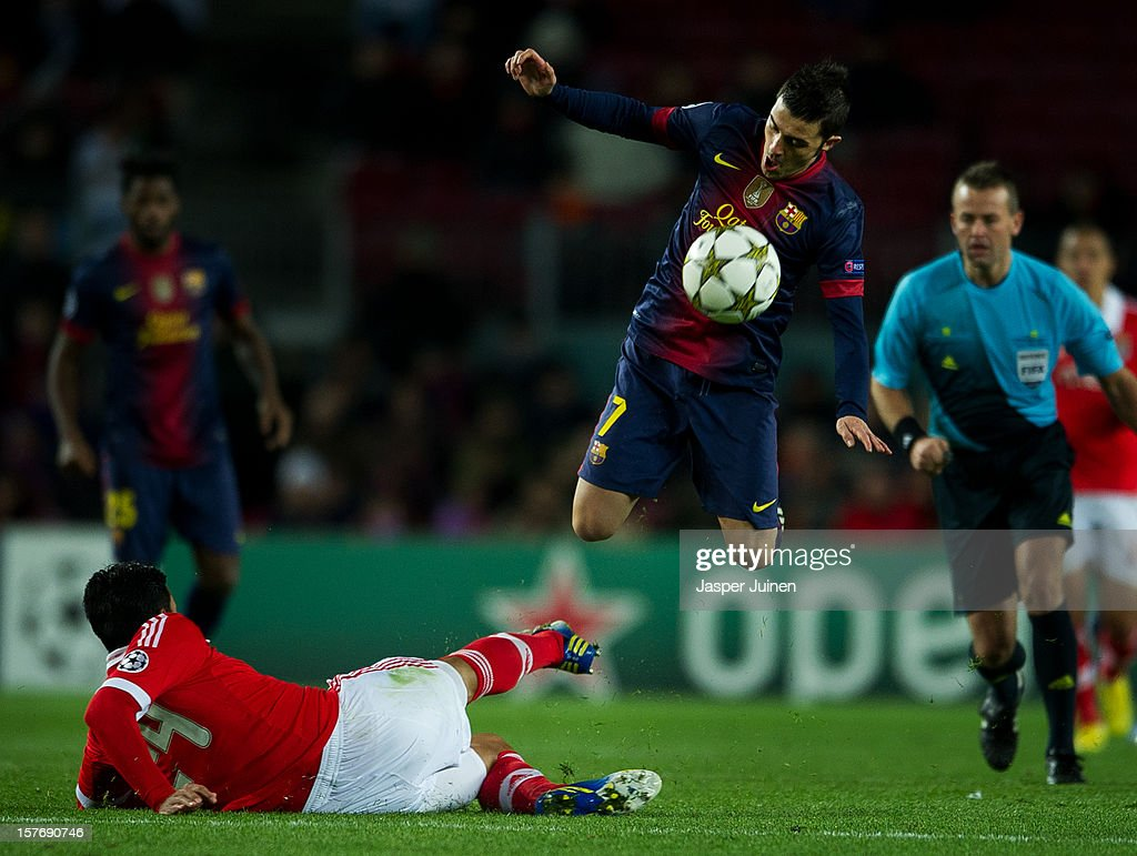 David Villa (R) of Barcelona avoids a tackle by Ezequiel Garay of SL Benfica during the UEFA Champions League Group G match between FC Barcelona and SL Benfica at the Camp Nou stadium on December 5, 2012 in Barcelona, Spain.