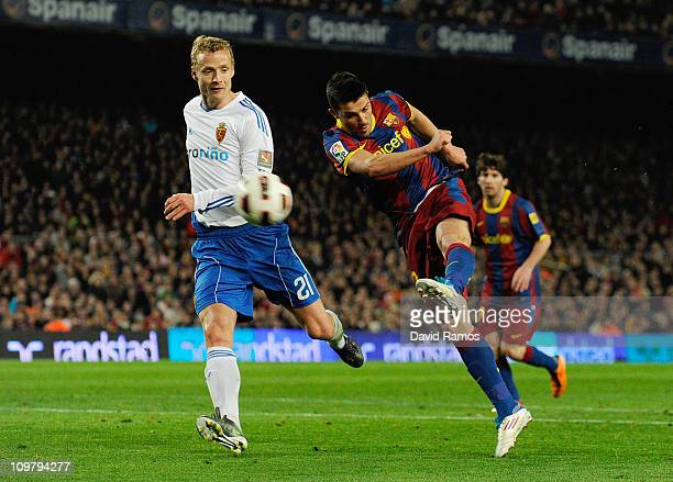 David Villa of Barcelona shoots towards goal under a challenge by Jiri Jarosik of Real Zaragoza during the La liga match between Barcelona and Real...