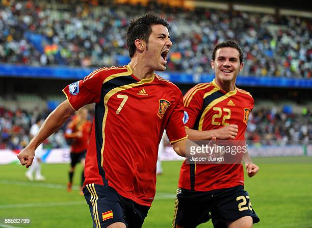 David Villa of Spain celebrates scoring his sides opening goal flanked by his teammate Juan Manuel Mata of Spain during the FIFA Confederations Cup...