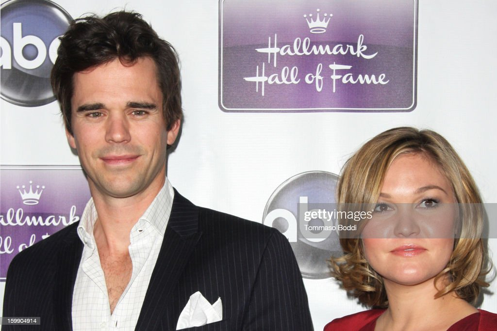 David Walton (L) and <a gi-track='captionPersonalityLinkClicked' href=/galleries/search?phrase=Julia+Stiles&family=editorial&specificpeople=202217 ng-click='$event.stopPropagation()'>Julia Stiles</a> attend the 'The Makeover' Los Angeles premiere held at the Fox Studio Lot on January 22, 2013 in Century City, California.
