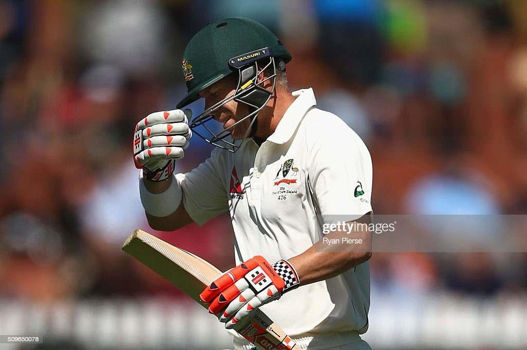 <a gi-track='captionPersonalityLinkClicked' href=/galleries/search?phrase=David+Warner+-+Cricketspelare&family=editorial&specificpeople=4262255 ng-click='$event.stopPropagation()'>David Warner</a> of Australia looks dejected after being dismissed by Tim Southee of New Zealand during day one of the Test match between New Zealand and Australia at Basin Reserve on February 12, 2016 in Wellington, New Zealand.