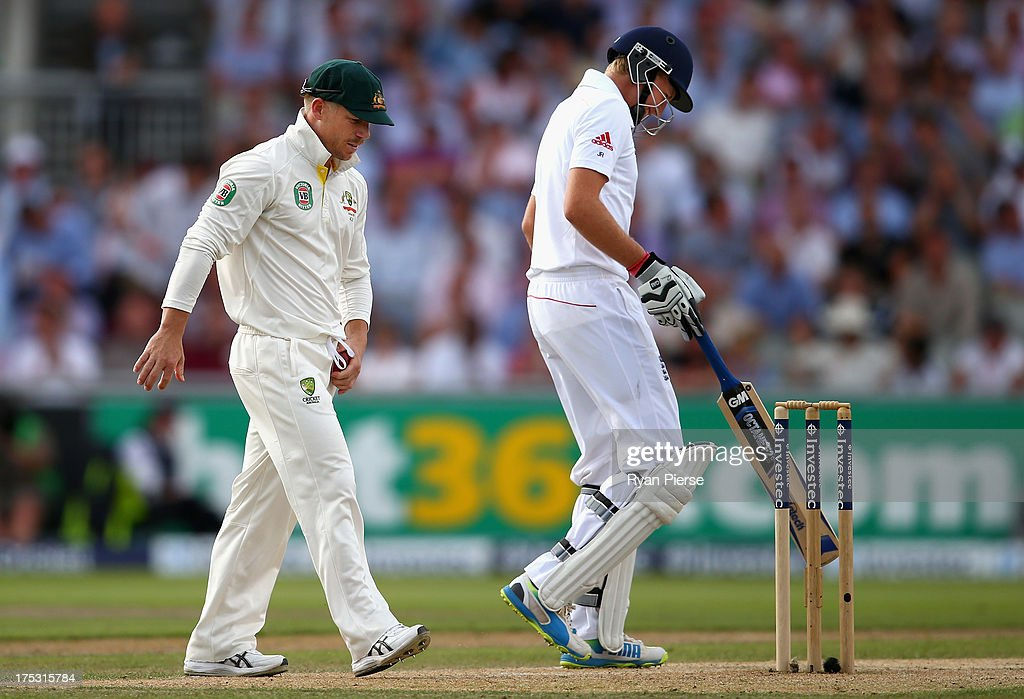David Warner of Australia speaks to <a gi-track='captionPersonalityLinkClicked' href=/galleries/search?phrase=Joe+Root&family=editorial&specificpeople=6688996 ng-click='$event.stopPropagation()'>Joe Root</a> of England during day two of the 3rd Investec Ashes Test match between England and Australia at Emirates Old Trafford Cricket Ground on August 2, 2013 in Manchester, England.