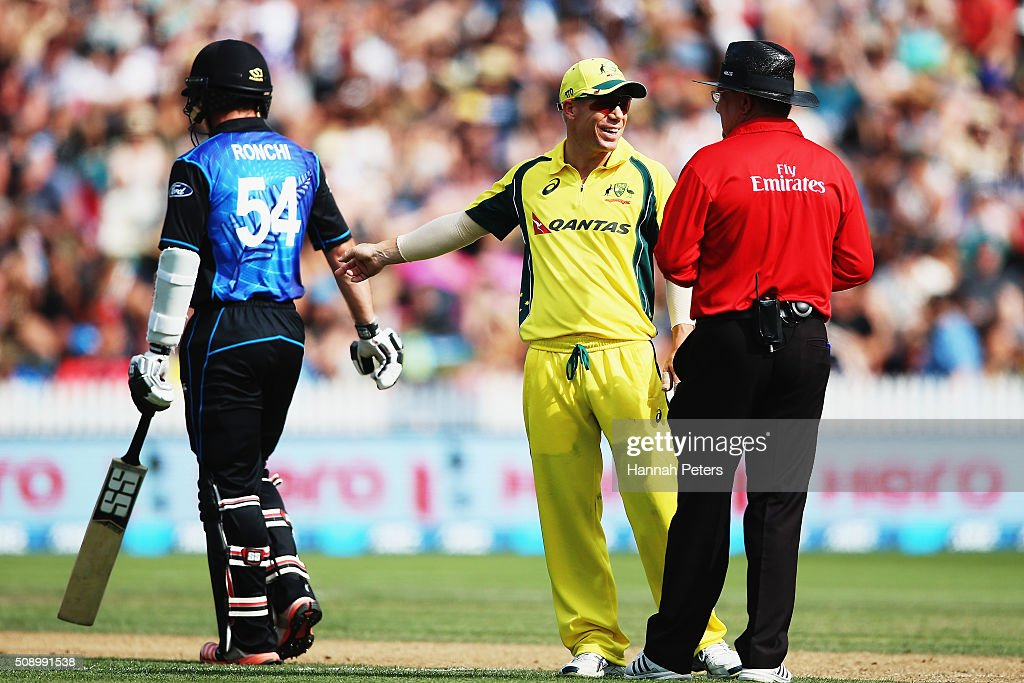 David Warner of Australia talks with the umpire during the 3rd One Day International cricket match between the New Zealand Black Caps and Australia at Seddon Park on February 8, 2016 in Hamilton, New Zealand.