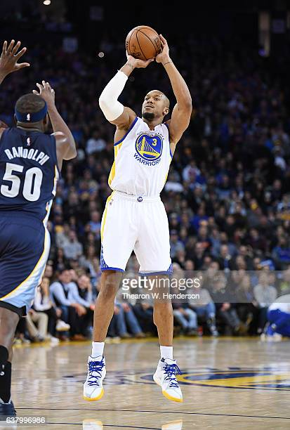 David West of the Golden State Warriors shoots over Zach Randolph of the Memphis Grizzlies during an NBA basketball game at ORACLE Arena on January 6...