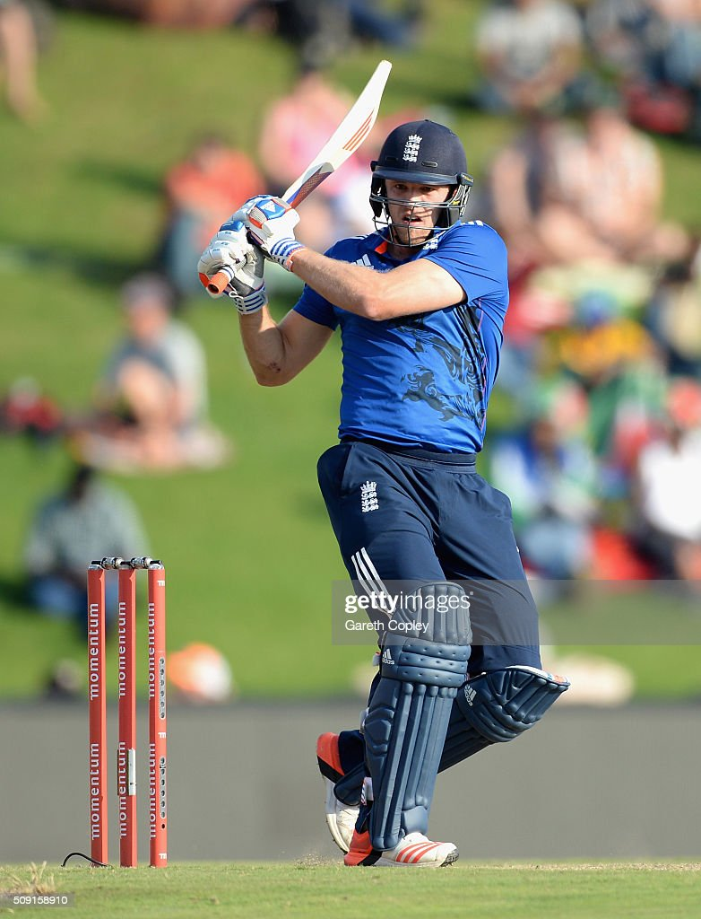 <a gi-track='captionPersonalityLinkClicked' href=/galleries/search?phrase=David+Willey+-+Cricketspeler&family=editorial&specificpeople=14835104 ng-click='$event.stopPropagation()'>David Willey</a> of England bats during the 3rd Momentum ODI match between South Africa and England at Supersport Park on February 9, 2016 in Centurion, South Africa.
