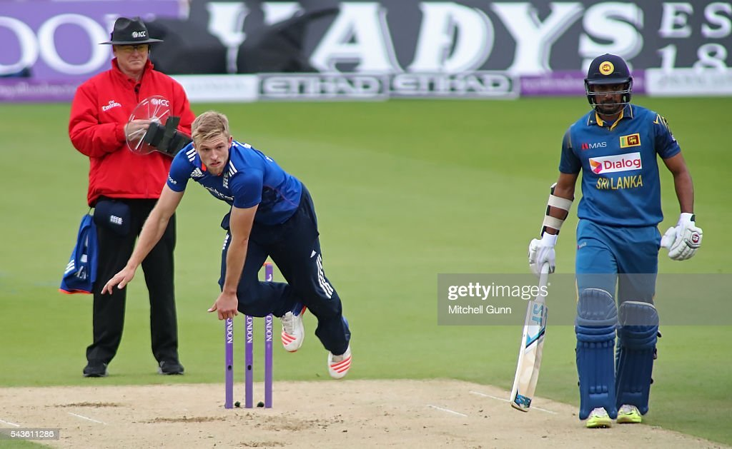 <a gi-track='captionPersonalityLinkClicked' href=/galleries/search?phrase=David+Willey+-+Cricketer&family=editorial&specificpeople=14835104 ng-click='$event.stopPropagation()'>David Willey</a> of England bowling during the 4th Royal London One-Day International between England and Sri Lanka at The Kia Oval Cricket Ground on June 29, 2016 in London, England.