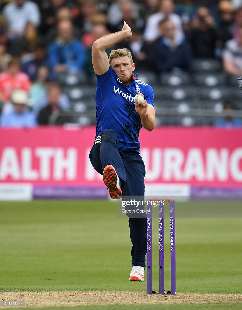 <a gi-track='captionPersonalityLinkClicked' href=/galleries/search?phrase=David+Willey+-+Cricketer&family=editorial&specificpeople=14835104 ng-click='$event.stopPropagation()'>David Willey</a> of England bowls during the 3rd ODI Royal London One Day International match between England and Sri Lanka at The County Ground on June 26, 2016 in Bristol, England.