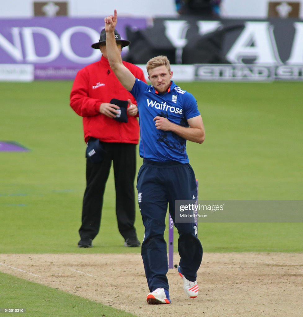 <a gi-track='captionPersonalityLinkClicked' href=/galleries/search?phrase=David+Willey+-+Cricketer&family=editorial&specificpeople=14835104 ng-click='$event.stopPropagation()'>David Willey</a> of England celebrates taking the wicket of Seekkuge Prasanna of Sri Lanka during the 4th Royal London One-Day International between England and Sri Lanka at The Kia Oval Cricket Ground on June 29, 2016 in London, England.
