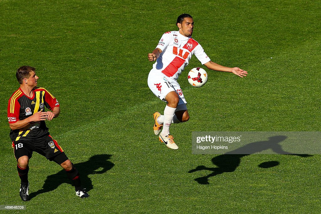 David Williams of the Heart controls the ball while Ben Sigmund of the Phoenix looks on during the round 19 ALeague match between Wellington Phoenix...