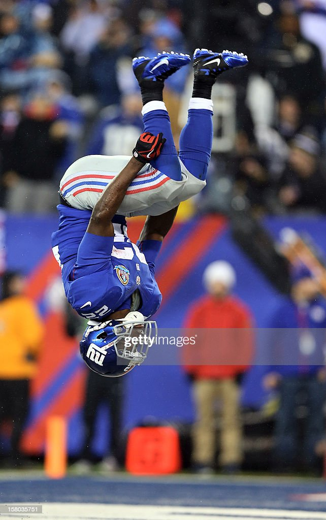David Wilson #22 of the New York Giants celebrates his second touchdown of the game against the New Orleans Saints on December 9, 2012 at MetLife Stadium in East Rutherford, New Jersey.
