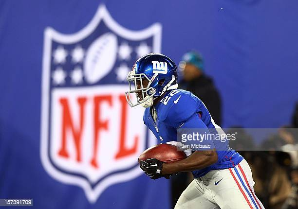 David Wilson of the New York Giants in action against the Green Bay Packers at MetLife Stadium on November 25 2012 in East Rutherford New Jersey The...