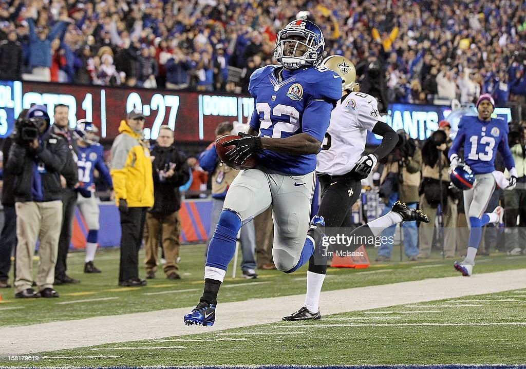 David Wilson #22 of the New York Giants runs a kick off back for a first quarter touchdown against the New Orleans Saints at MetLife Stadium on December 9, 2012 in East Rutherford, New Jersey. The Giants defeated the Saints 52-27.