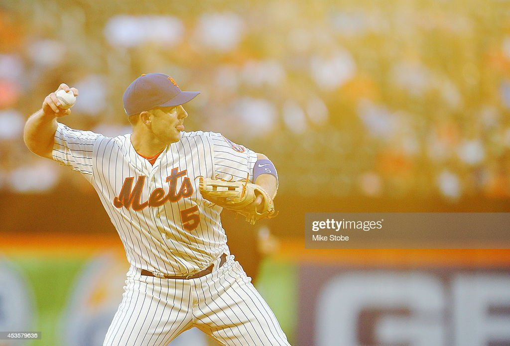 <a gi-track='captionPersonalityLinkClicked' href=/galleries/search?phrase=David+Wright+-+Baseball+Player&family=editorial&specificpeople=209172 ng-click='$event.stopPropagation()'>David Wright</a> #5 of the New York Mets fileds a ground ball in the second inning against the Washington Nationals at Citi Field on August 13, 2014 in the Flushing neighborhood of the Queens borough of New York City.