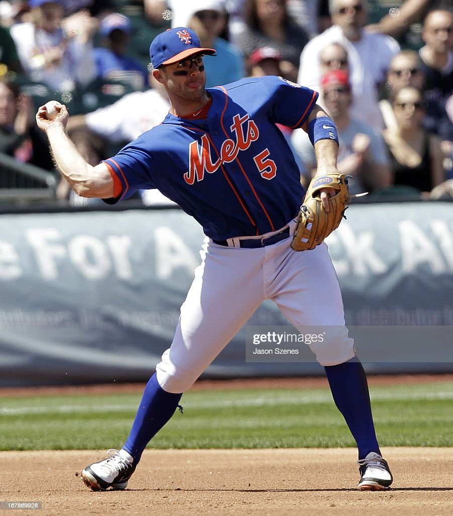 David Wright #5 of the New York Mets throws in the second inning against the Philadelphia Phillies at Citi Field on April 27, 2013 in the Flushing neighborhood of the Queens borough of New York City. (Photo by Jason Szenes/Getty Images