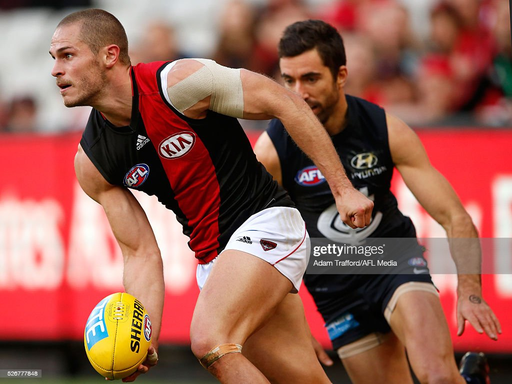 David Zaharakis of the Bombers in action ahead of Kade Simpson of the Blues during the 2016 AFL Round 06 match between the Carlton Blues and the Essendon Bombers at the Melbourne Cricket Ground, Melbourne on May 1, 2016.