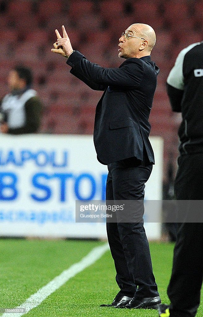 <a gi-track='captionPersonalityLinkClicked' href=/galleries/search?phrase=Davide+Ballardini&family=editorial&specificpeople=5572245 ng-click='$event.stopPropagation()'>Davide Ballardini</a> head coach of Genoa gestures to players during the Serie A match between SSC Napoli and Genoa CFC at Stadio San Paolo on April 7, 2013 in Naples, Italy.
