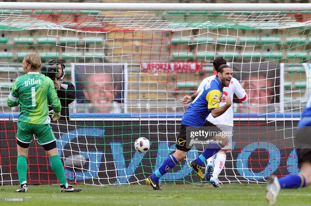 Davide Moscardelli of Chievo Verona (C) turns to celebrate scoring the second goal for his team past goalkeeper Jean Francois Gillet of AS Bari during the Serie A match between AS Bari and AC Chievo Verona at Stadio San Nicola on March 20, 2011 in Bari, Italy.