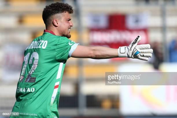 Davide Narduzzo portiere dell'AC Reggiana richiama i suoi compagni di squadra durante la gara di Lega Pro girone B tra Teramo Calcio 1913 e AC...