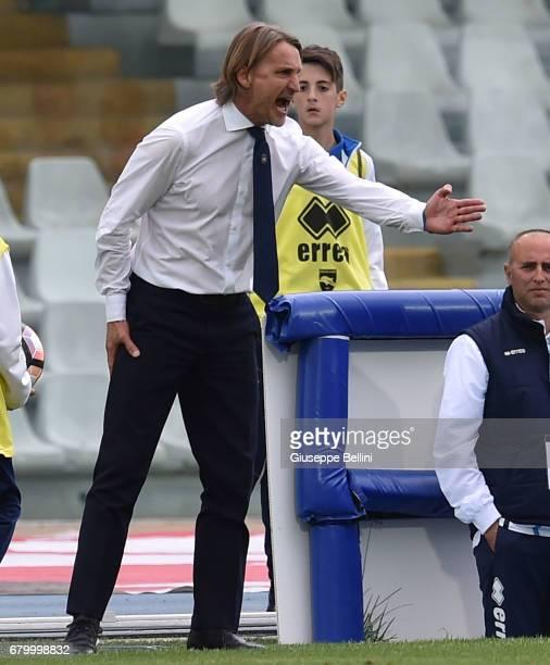 Davide Nicola head coach of FC Crotone during the Serie A match between Pescara Calcio and FC Crotone at Adriatico Stadium on May 7 2017 in Pescara...