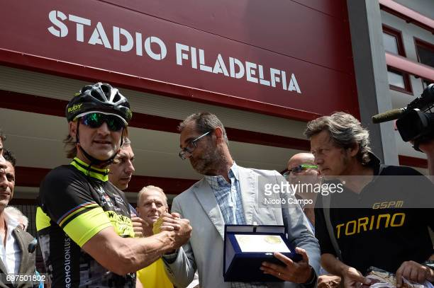 Davide Nicola shakes hand with Roberto Finardi assessor of Sport in Turin Davide Nicola is the head coach of FC Crotone he took a bicycle trip from...