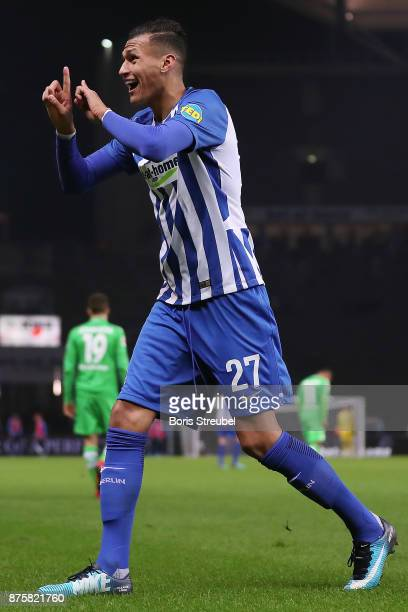 Davie Selke of Berlin argues with the linesman during the Bundesliga match between Hertha BSC and Borussia Moenchengladbach at Olympiastadion on...