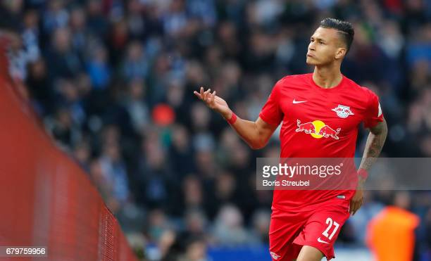 Davie Selke of RB Leipzig celebrates after scoring his team's fourth goal during the Bundesliga match between Hertha BSC and RB Leipzig at...