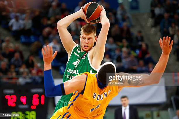 Davis Bertans #42 of Laboral Kutxa Vitoria Gasteiz competes with osh Boone #6 of Khimki Moscow Region during the 20152016 Turkish Airlines Euroleague...