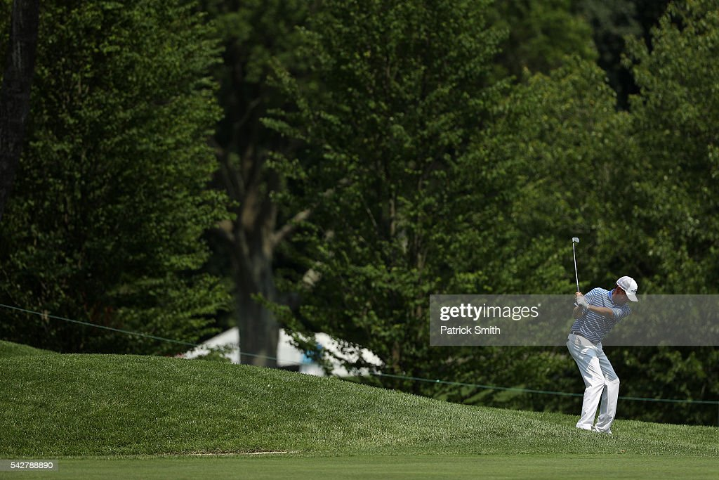 <a gi-track='captionPersonalityLinkClicked' href=/galleries/search?phrase=Davis+Love+III&family=editorial&specificpeople=564618 ng-click='$event.stopPropagation()'>Davis Love III</a> plays a shot on the ninth hole during the second round of the Quicken Loans National at Congressional Country Club on June 24, 2016 in Bethesda, Maryland.