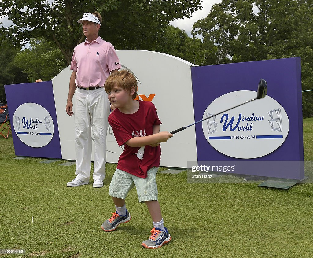 <a gi-track='captionPersonalityLinkClicked' href=/galleries/search?phrase=Davis+Love+III&family=editorial&specificpeople=564618 ng-click='$event.stopPropagation()'>Davis Love III</a> watches a young patient from from St. Jude Children's Research Hospital hit a drive on the 11th hole during Pro-Am round of the FedEx St. Jude Classic at TPC Southwind on June 4, 2014 in Memphis, Tennessee.