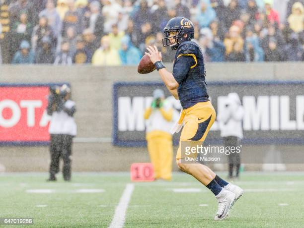 Davis Webb of the California Golden Bears plays in the 119th Big Game between California and the Stanford Cardinal on November 19 2016 at Memorial...