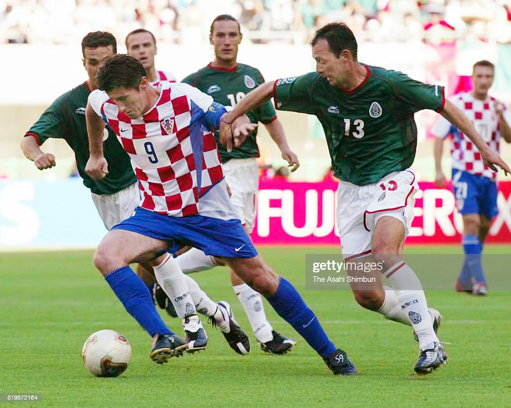 <a gi-track='captionPersonalityLinkClicked' href=/galleries/search?phrase=Davor+Suker&family=editorial&specificpeople=235899 ng-click='$event.stopPropagation()'>Davor Suker</a> of Croatia and Sigifredo Mercado of Mexico compete for the ball during the FIFA World Cup Korea/Japan Group G match between Croatia and Mexico at the Niigata Stadium on June 3, 2002 in Niigata, Japan.