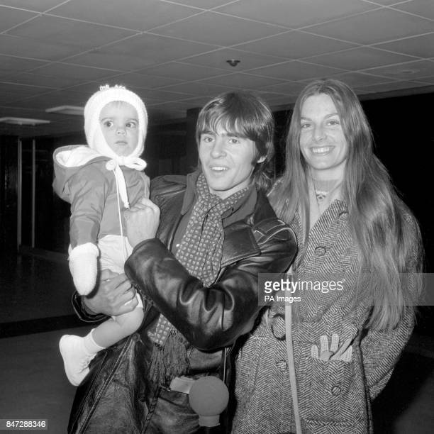 Davy Jones the English member of the American pop group The Monkees accompanied by his wife Linda and their 15 month old daughter Talia arrives at...