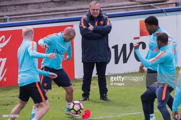 Davy Klaassen of The Netherlands Wesley Sneijder of The Netherlands coach Dick Advocaat of The Netherlands Jeremain Lens of The Netherlands Georginio...