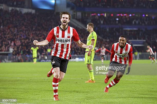 Davy Propper of PSV Aleksei Berezutski of CSKA Moscow Steven Bergwijn of PSV during the UEFA Champions League match between PSV Eindhoven and CSKA...