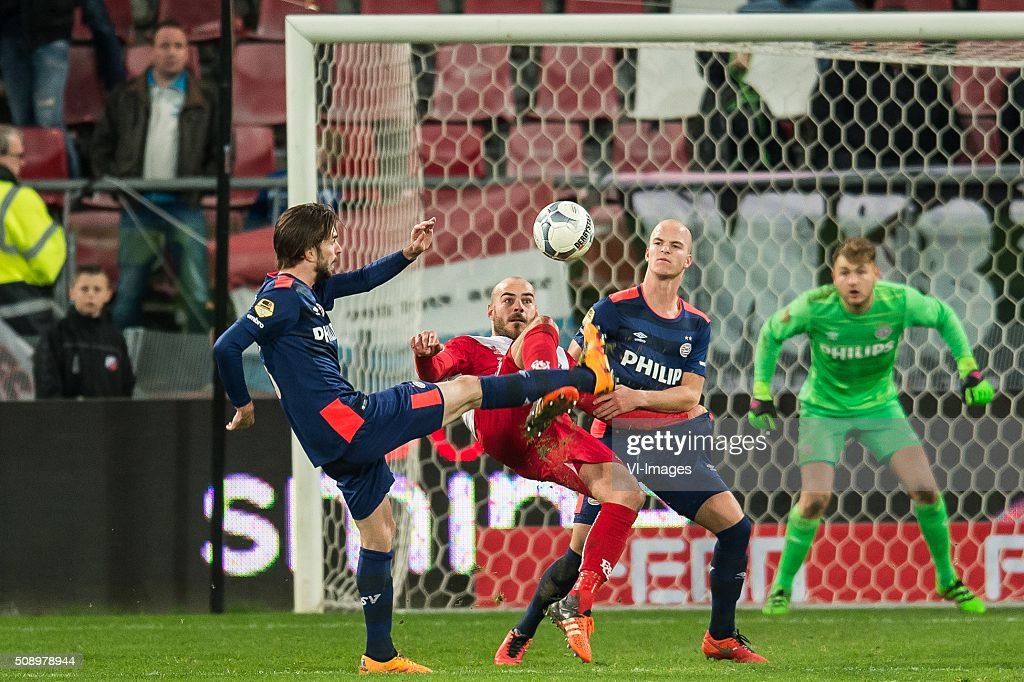 Davy Propper of PSV, Ruud Boymans of FC Utrecht , Jorrit Hendrix of PSV, goalkeeper Jeroen Zoet of PSV during the Dutch Eredivisie match between FC Utrecht and PSV Eindhoven at the Galgenwaard Stadium on February 07, 2016 in Utrecht, The Netherlands