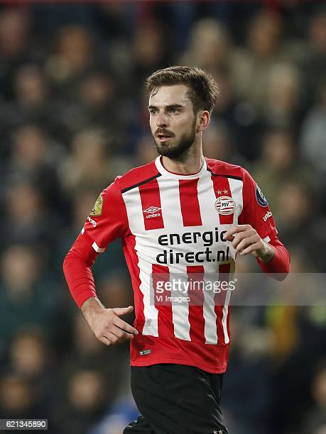 Davy Propper of PSVduring the Dutch Eredivisie match between PSV Eindhoven and FC Twente at the Phillips stadium on November 05 2016 in Eindhoven The...