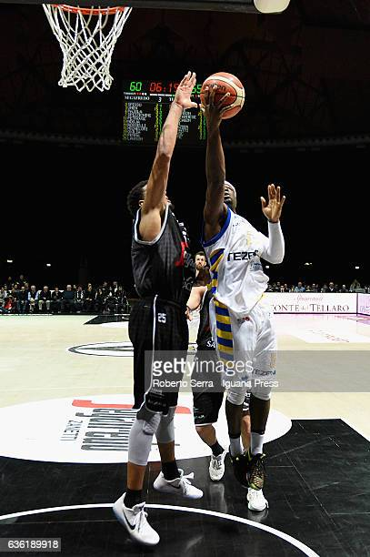 Dawan Robinson of Tezenis competes with Kenny Lawson of Segafredo during the match of LNP LegaBasket Serie A2 between Virtus Segafredo Bologna and...