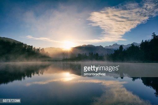 夜明けマセソン湖