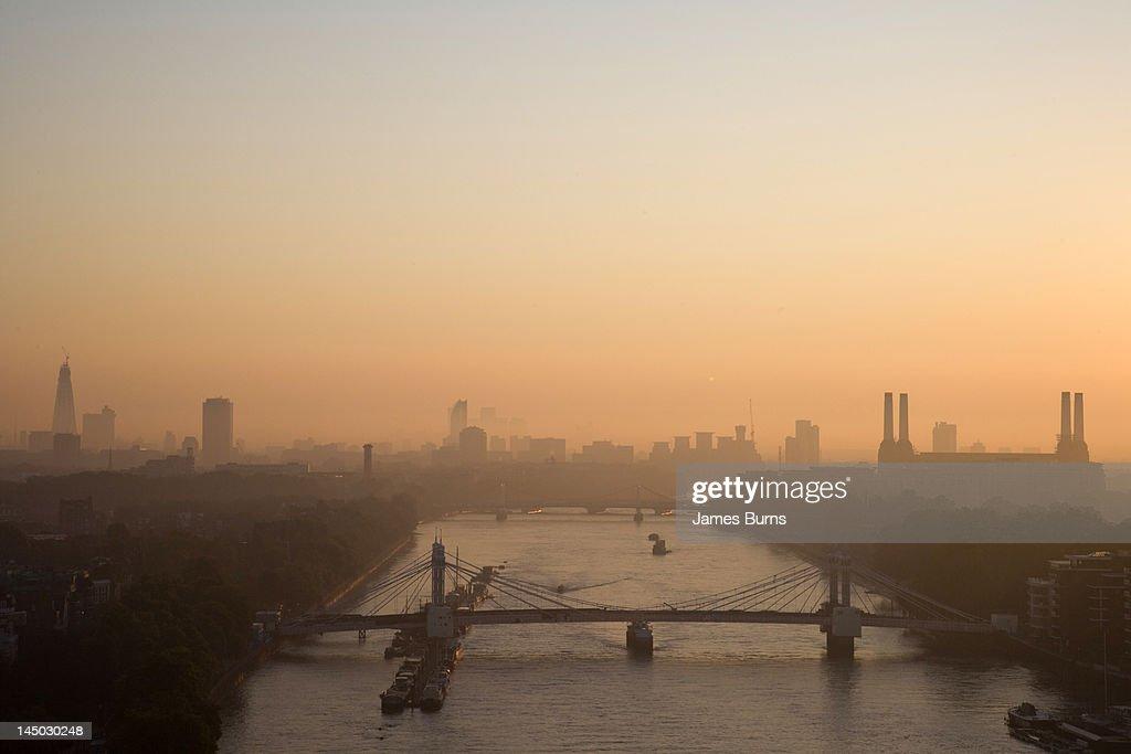 Dawn breaks over River Thames